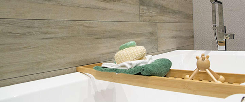 De badkamertrends van 2016: hout en beton