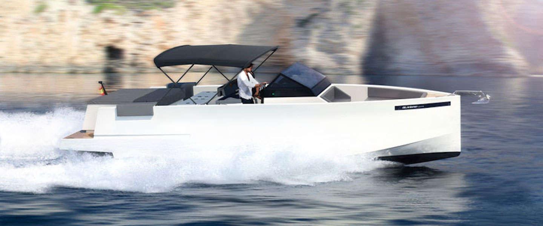 In deze D33 cruiser van Antonio Yachts wil je gezien worden!