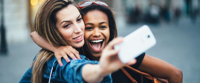 Hoe je wél goede selfies maakt met de camera aan de achterkant van je smartphone