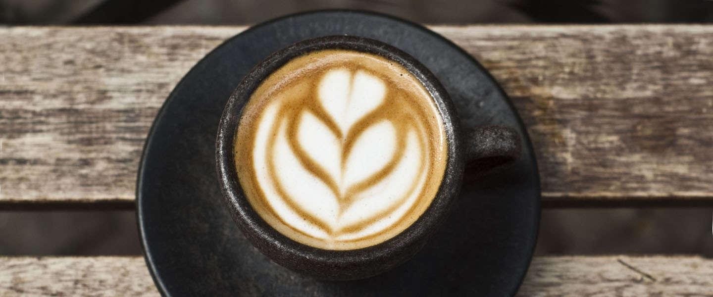 De ultieme kop koffie uit een kopje gemaakt van ... koffie!