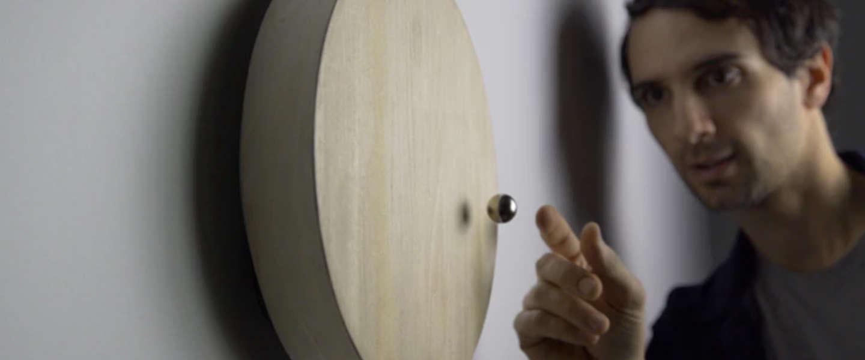 De Story klok: zie de tijd in zwevende en minimalistische stijl