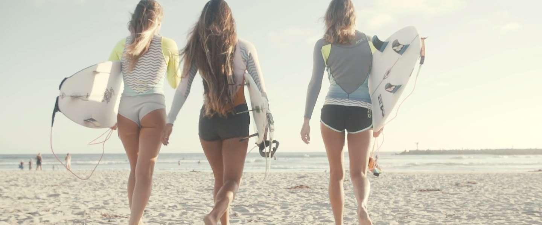 Heerlijke zomervideo met surfchicks!
