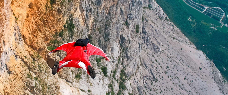 Alleen voor echte daredevils: wingsuit flying