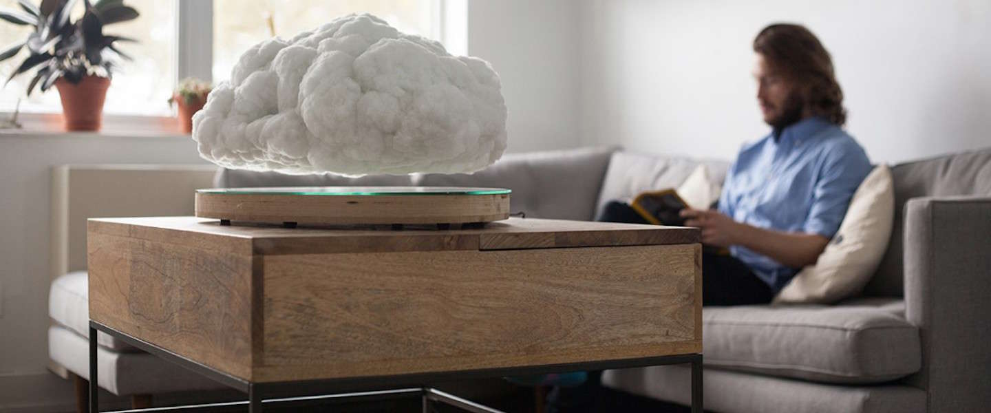 Deze zwevende wolk 'Making Weather' is een speaker en lamp in één!