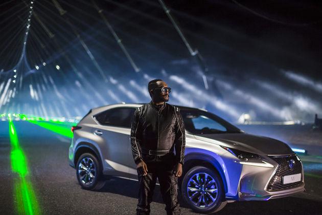 20150729-02-will-i-am-musiceert-met-de-Lexus-NX