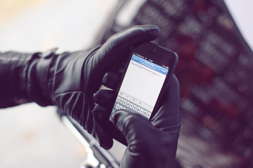 91974-leather-touchscreen-gloves-by-mujjo-img_2485-large-1353961713