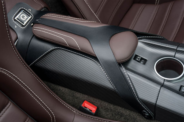aston-martin-vantage-gt12-roadster-11
