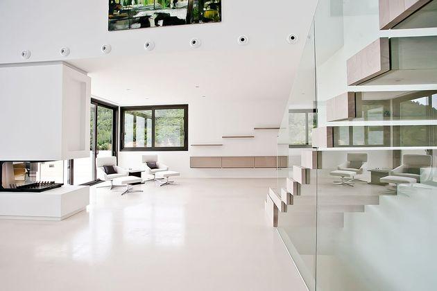 awesome-designer-villa-in-son-vida-02