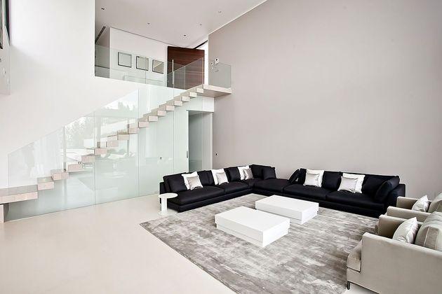 awesome-designer-villa-in-son-vida-03