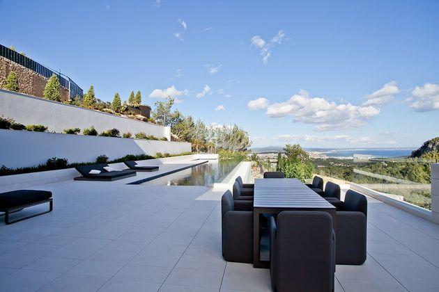 awesome-designer-villa-in-son-vida-14