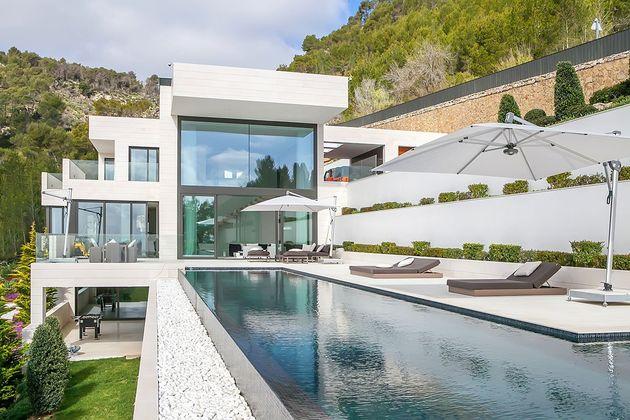awesome-designer-villa-in-son-vida-18