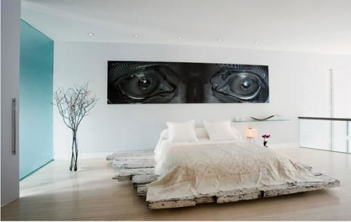 bedroom-with-wall-decor