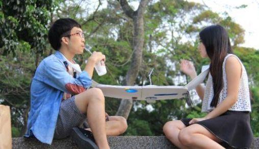 Draagbare eettafel voor twee versterkt onderlinge communicatie