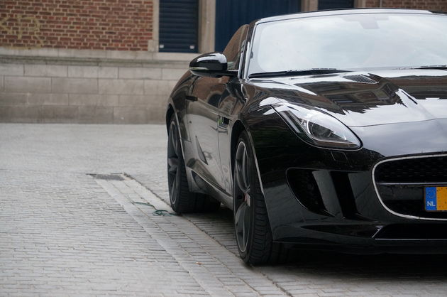 Jaguar_F-Type_S_black_3