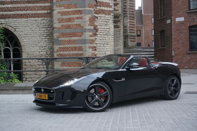 Jaguar_F-Type_S_black_4