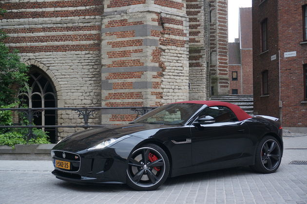 Jaguar_F-Type_S_black_6