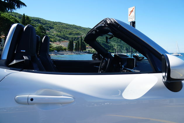 fiat_124_spider_wit_cockpit