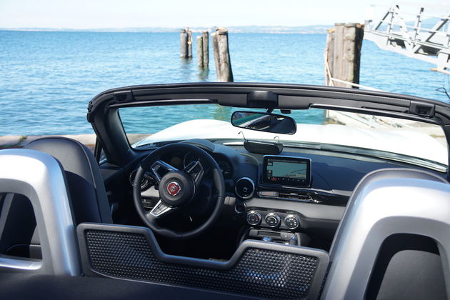 fiat_124_spider_wit_interieur