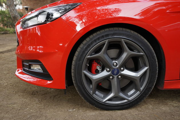 Ford_Focus_ST_red14