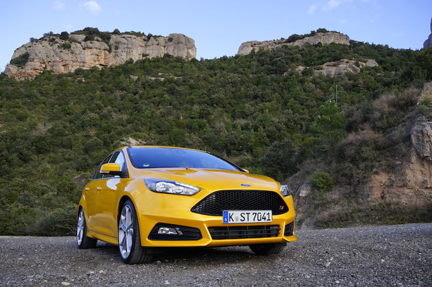 Ford_Focus_ST_yellow1