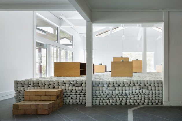 japanese-retailer-installs-25000-piece-pottery-installation-4