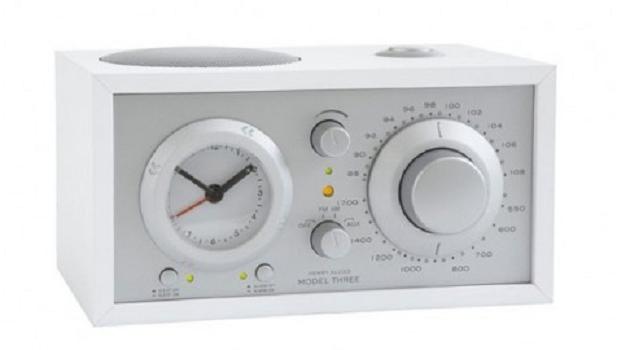 Model Three klokradio
