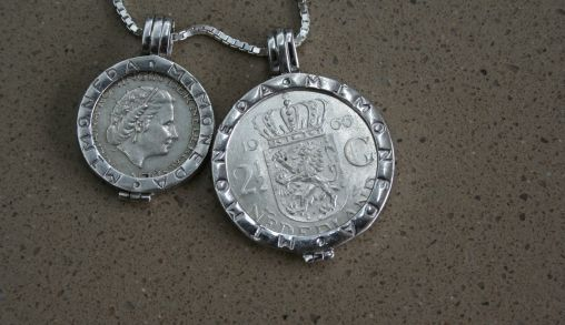 Oude guldens in een Pendant van Mi Moneda