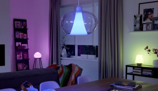 philips hue lampen reageren op weer of als er doelpunt is gemaakt. Black Bedroom Furniture Sets. Home Design Ideas