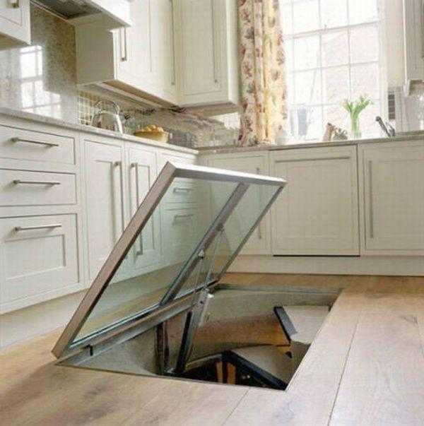 Deze keuken heeft een raam in de vloer - Keuken met wijnkelder ...