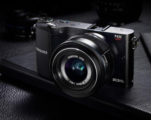 Samsung_NX200_Product_Image_2