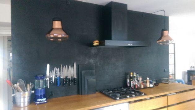 Sfeer-in-de-keuken-kleur-op-de-muur