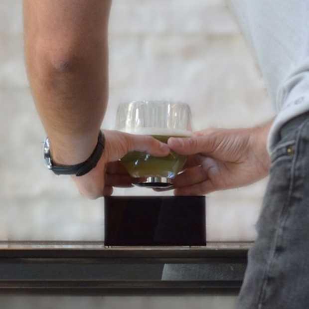 Cool: zwevende glazen om te borrelen