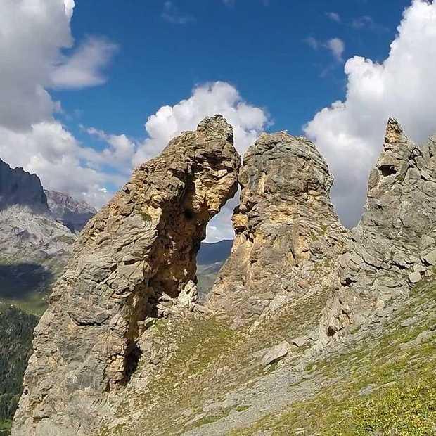 Vliegen in een Wingsuit door een grot van 2.60 meter, hoe ver kun je gaan?