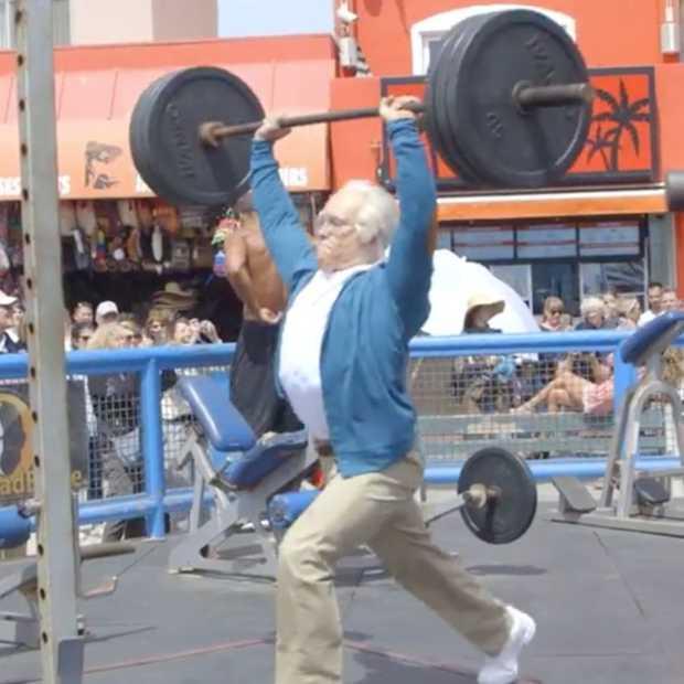 Hilarisch: 84-jarige man verslaat bodybuilders