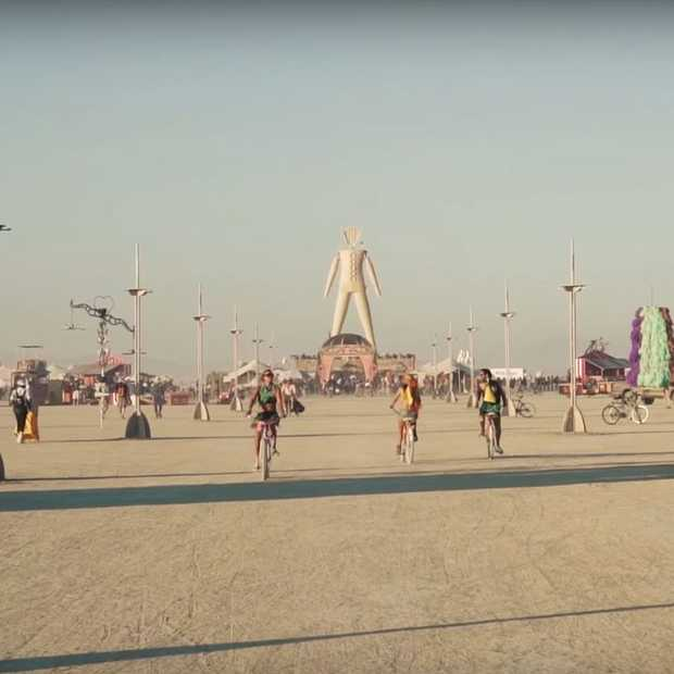 De gaafste video's en foto's van Burning Man 2015