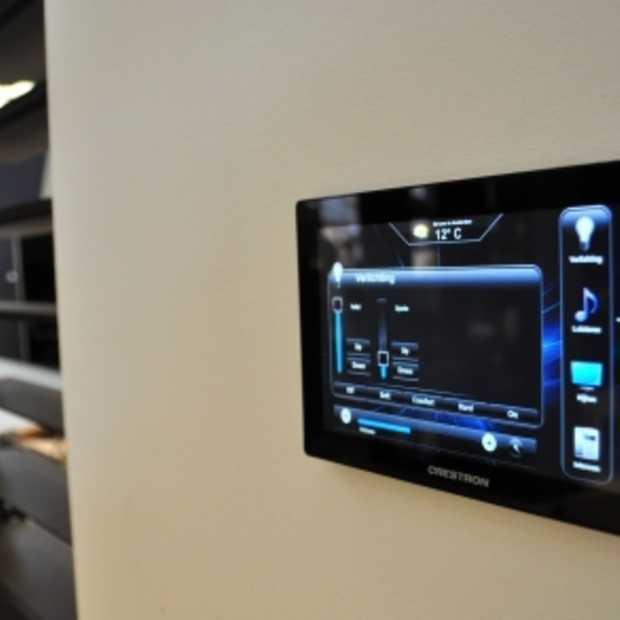 Crestron TSW-750 glazen design touchscreen