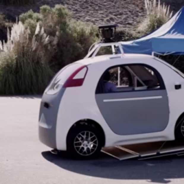 Hit the brakes: Google laat 'burger' zelf-rijdende auto testen!