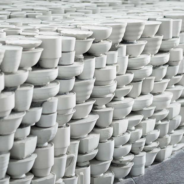 Zo zien 25.000 opgestapelde kop en schotels eruit