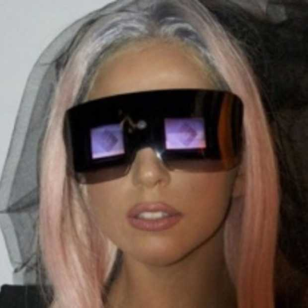 Lady Gaga introduceert nieuwe Polaroid camera en printer