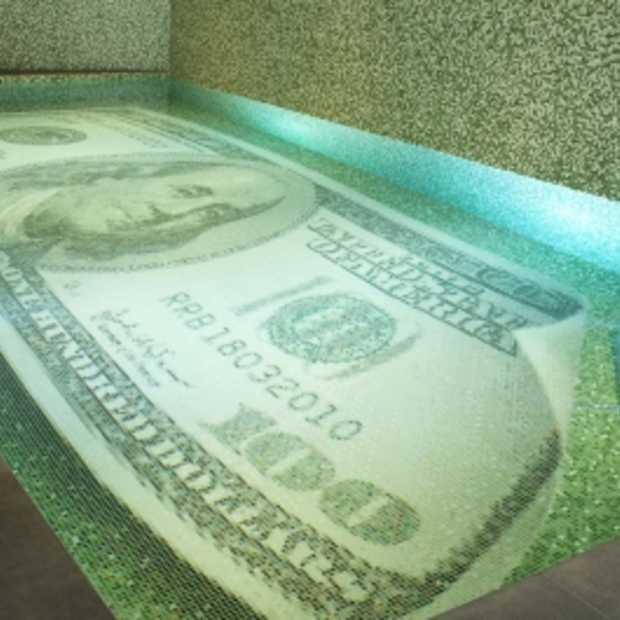 Natte droom komt uit: zwemmen in geld