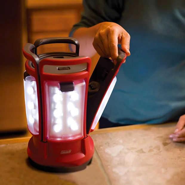 Quad LED-lantaarn houdt je hele groep verlicht bij het kamperen
