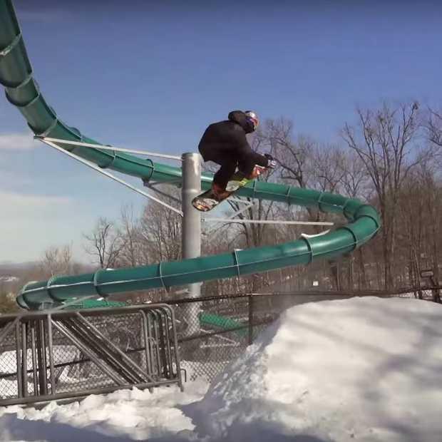 Vette video: snowboarden in een leeg waterpark