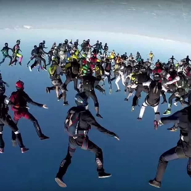 Gave skydive video: een formatie van 164 mensen