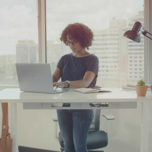 Het Autonomous SmartDesk heeft AI die voor je zorgt op het werk