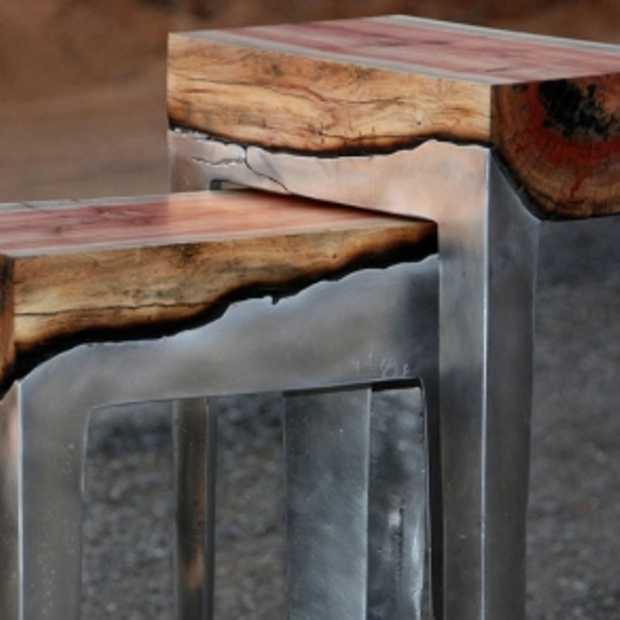 Strak ontworpen tafels en stoelen van aluminium en hout