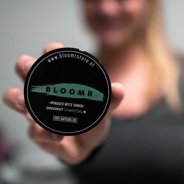Het natuurlijke alternatief voor witte tanden: BLOOMR Coconut Charcoal