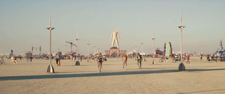 De gaafste video's en foto's van Burning Man 2015