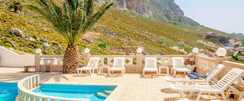 Met deze tuinmeubelen maak je een eigen Ibiza tuin