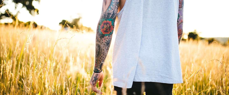 Ink Master-jury bekijkt tattoos van Kraantje Pappie, Lil'Kleine en Eric Corton