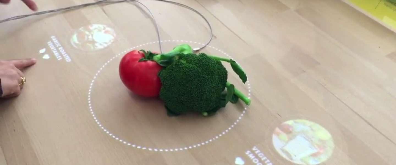 De tafel van de toekomst herkent eten en bedenkt hierbij een recept!